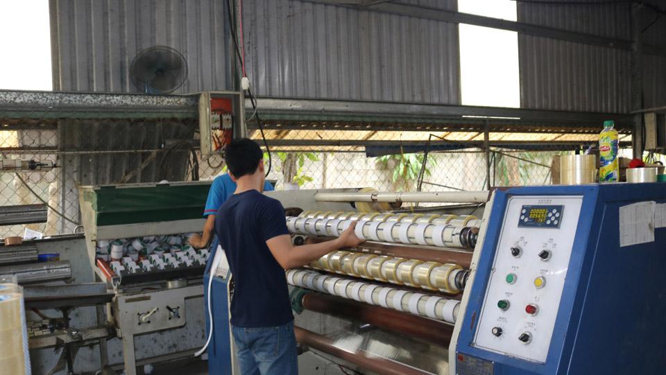 máy sản xuất băng keo trong